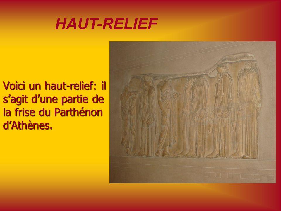 Statue dAthéna Cette statue romaine représente la déesse grecque Athéna. Elle est en marbre et il sagit dune copie de loriginal en bronze.