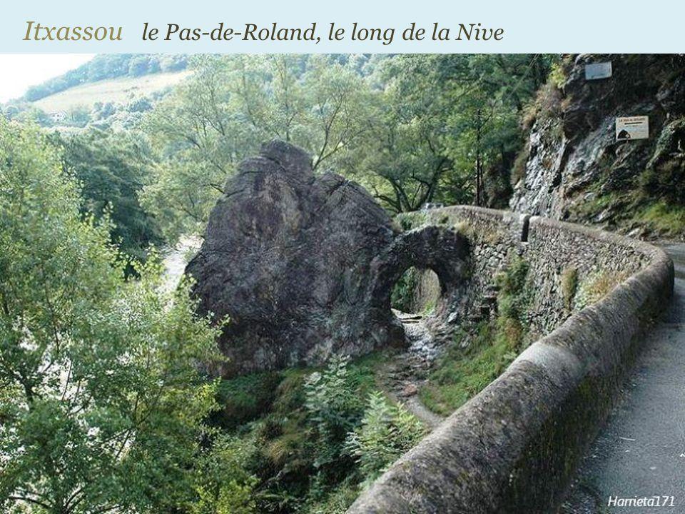 Bidarray le pont Noblia sur la Nive