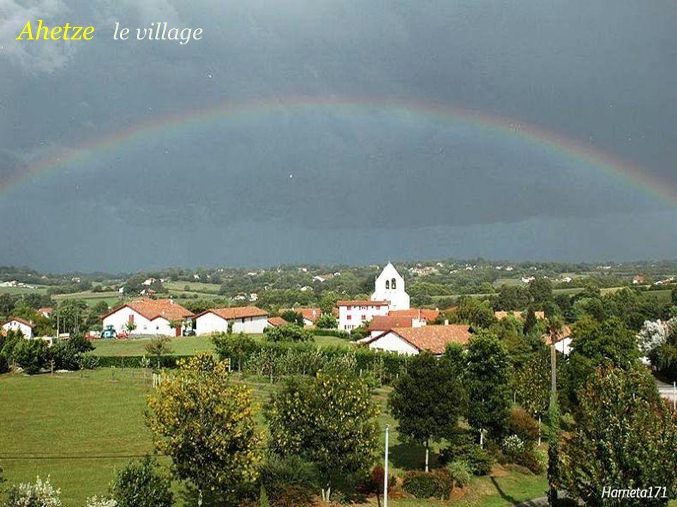Villefranque léglise et le village