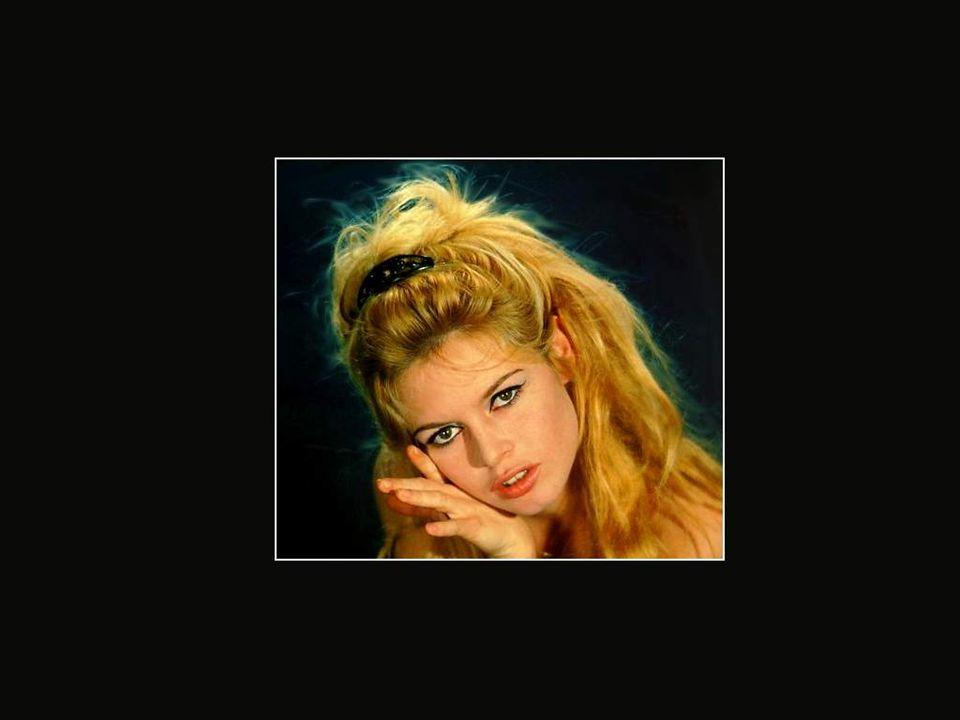 En 1968, le gouvernement de la France demande à Brigitte de servir de modèle pour le buste de Marianne dans toutes les mairies françaises! C'est une c