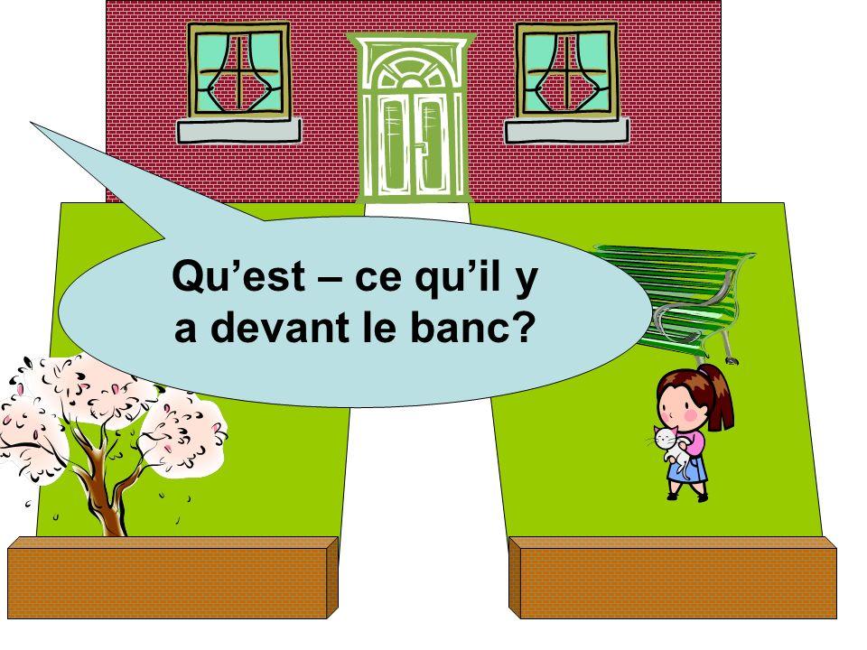 Quest – ce quil y a devant le banc?