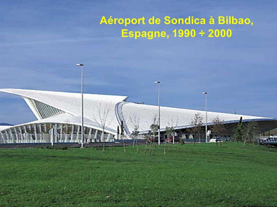 La Rioja, Bodegas Ysios Laguardia, Álava, Espagne, Santiago Calatrava a voulu un bodegas bâtiment qui serait une icône pour le nouveau vin et adapte e