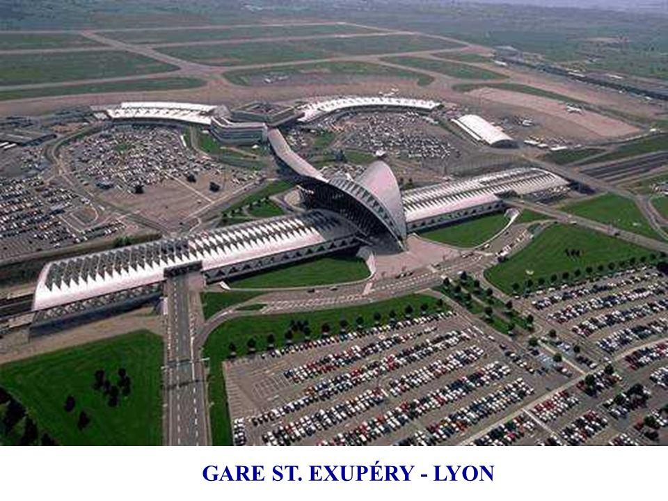 1989 ÷ 1994 Aéroport de Lyon-Satolas (rebaptisé Saint-Exupéry). Une architecture qui magnifie la structure et sublime le mouvement: le hall de la gare