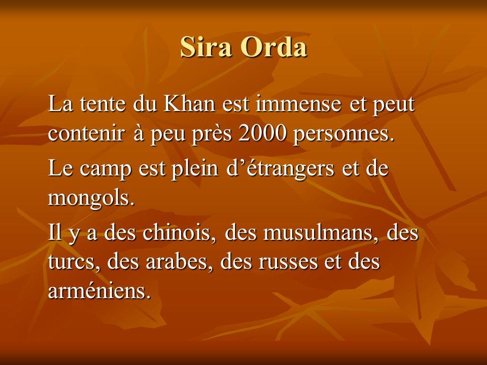 Sira Orda La tente du Khan est immense et peut contenir à peu près 2000 personnes. Le camp est plein détrangers et de mongols. Il y a des chinois, des