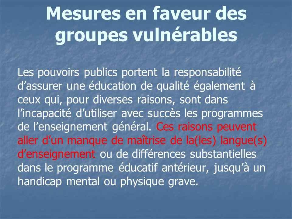 Mesures en faveur des groupes vulnérables Les pouvoirs publics portent la responsabilité dassurer une éducation de qualité également à ceux qui, pour