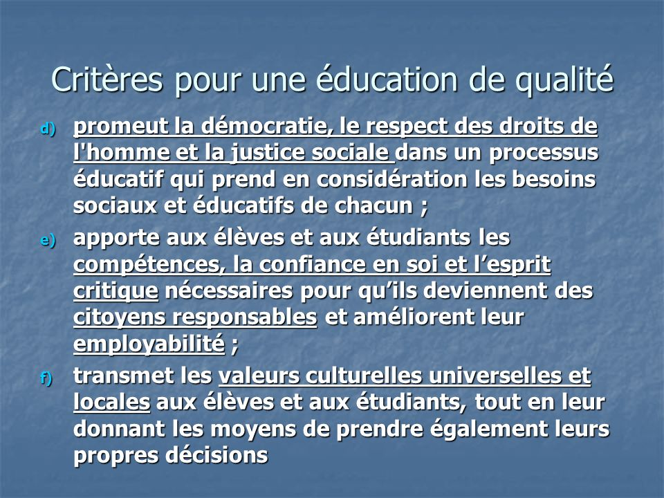 d) promeut la démocratie, le respect des droits de l'homme et la justice sociale dans un processus éducatif qui prend en considération les besoins soc