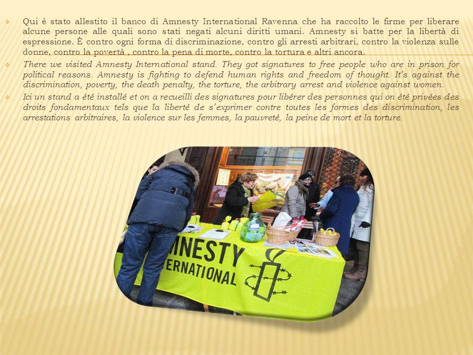 Qui è stato allestito il banco di Amnesty International Ravenna che ha raccolto le firme per liberare alcune persone alle quali sono stati negati alcuni diritti umani.