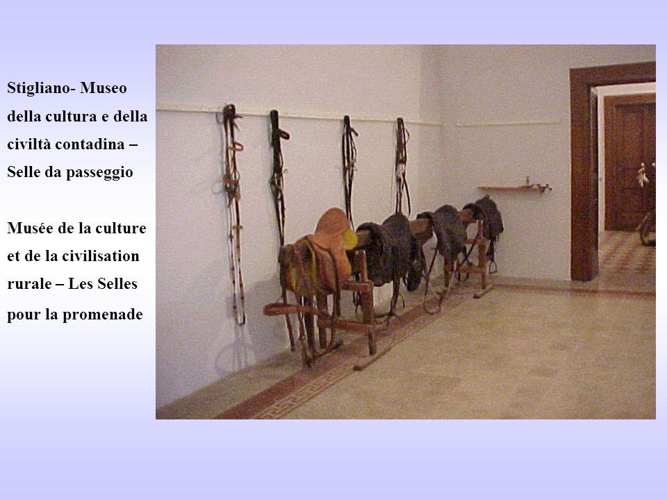Stigliano- Museo della cultura e della civiltà contadina – Selle da passeggio Musée de la culture et de la civilisation rurale – Les Selles pour la pr