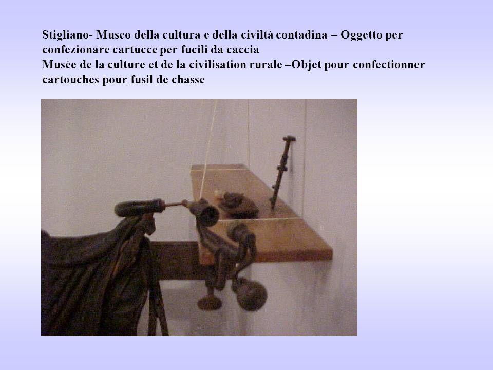 Stigliano- Museo della cultura e della civiltà contadina – Oggetto per confezionare cartucce per fucili da caccia Musée de la culture et de la civilis