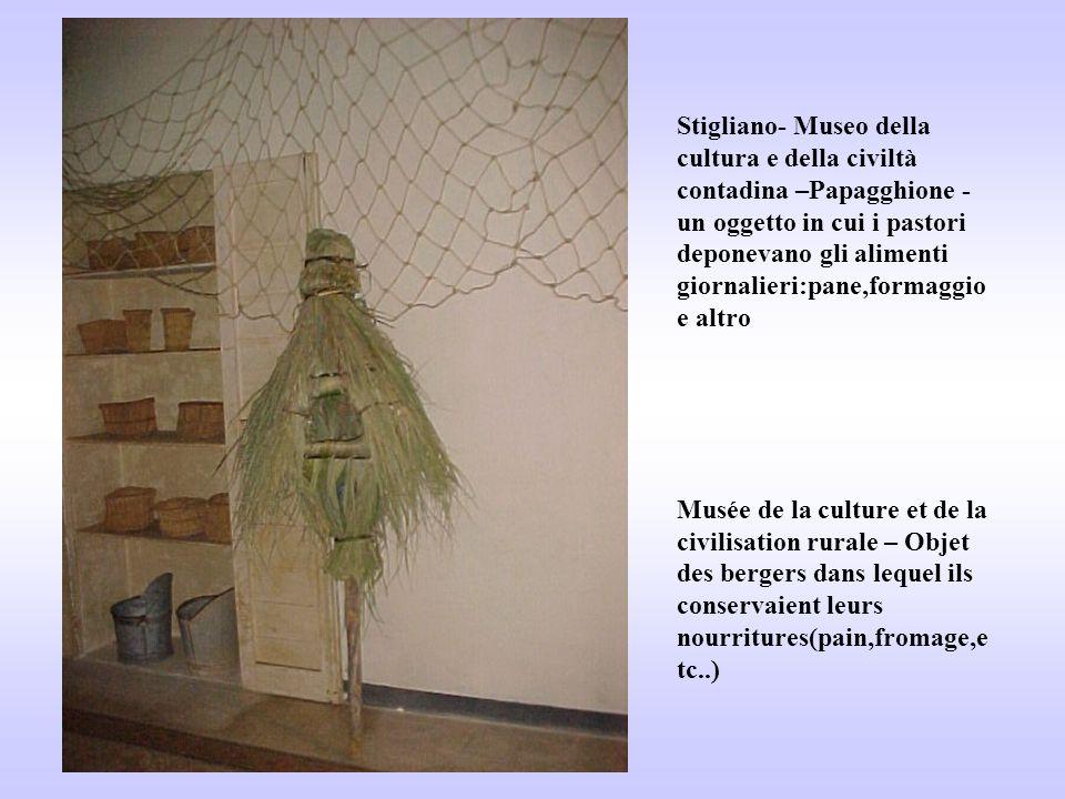 Stigliano- Museo della cultura e della civiltà contadina –Papagghione - un oggetto in cui i pastori deponevano gli alimenti giornalieri:pane,formaggio