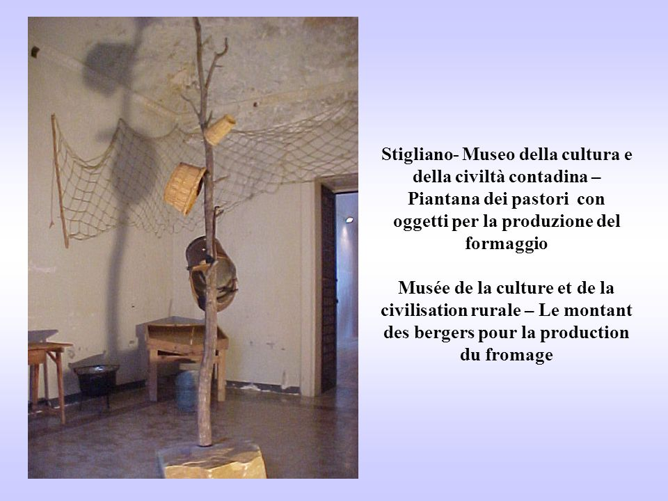 Stigliano- Museo della cultura e della civiltà contadina – Piantana dei pastori con oggetti per la produzione del formaggio Musée de la culture et de