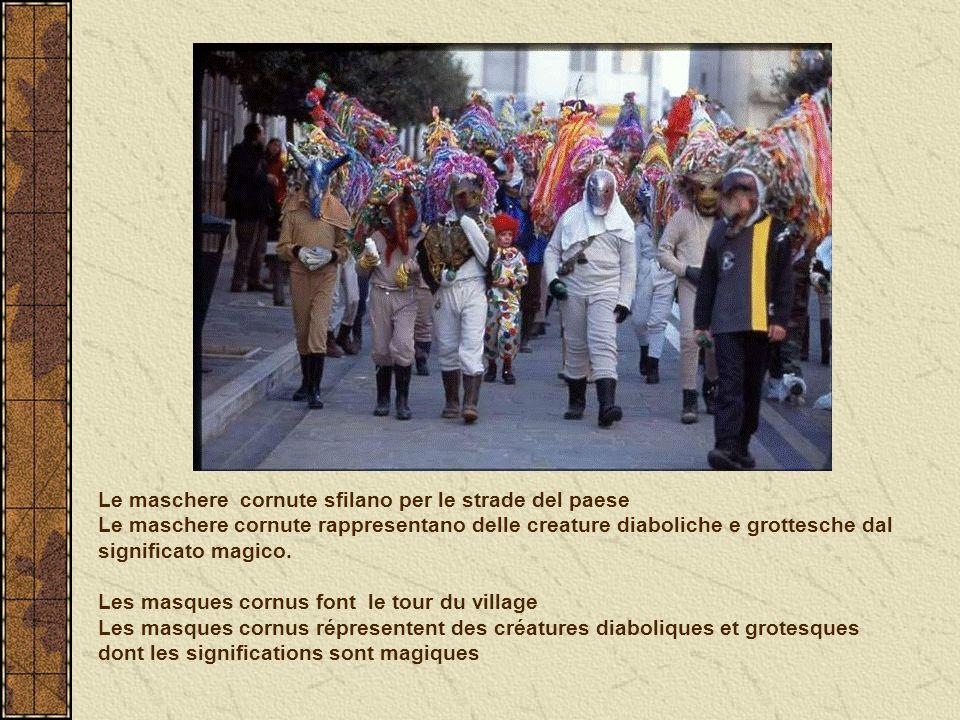 Le maschere cornute sfilano per le strade del paese Le maschere cornute rappresentano delle creature diaboliche e grottesche dal significato magico. L