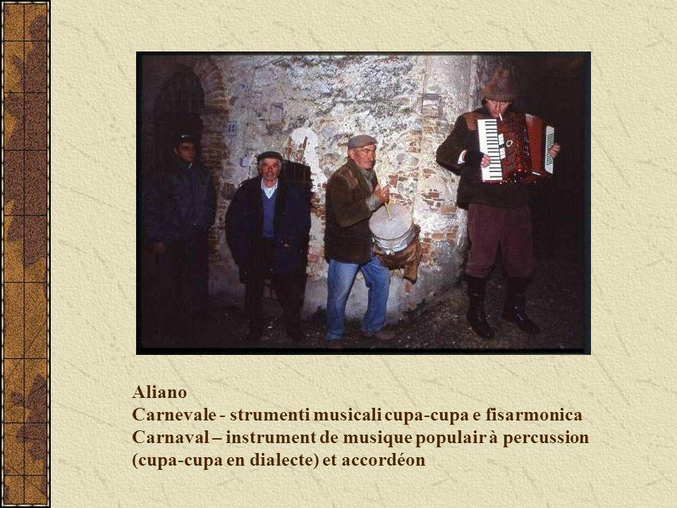 Aliano Carnevale - strumenti musicali cupa-cupa e fisarmonica Carnaval – instrument de musique populair à percussion (cupa-cupa en dialecte) et accord