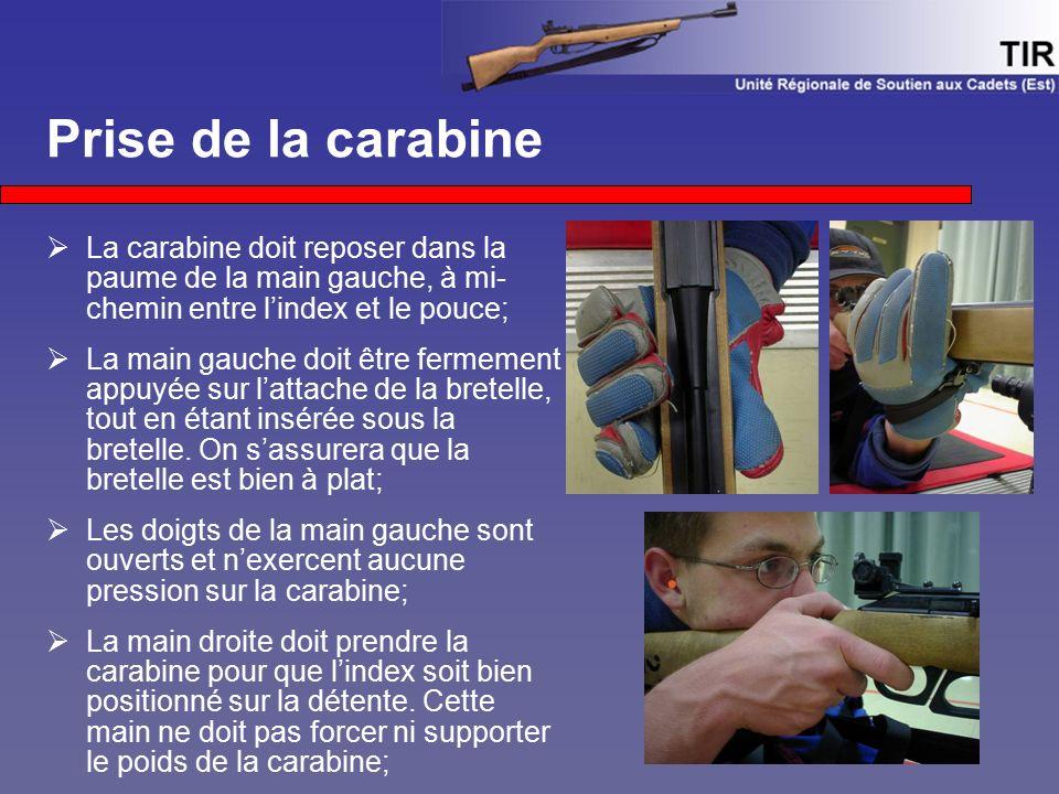 Prise de la carabine  La carabine doit reposer dans la paume de la main gauche, à mi- chemin entre l'index et le pouce;  La main gauche doit être fe