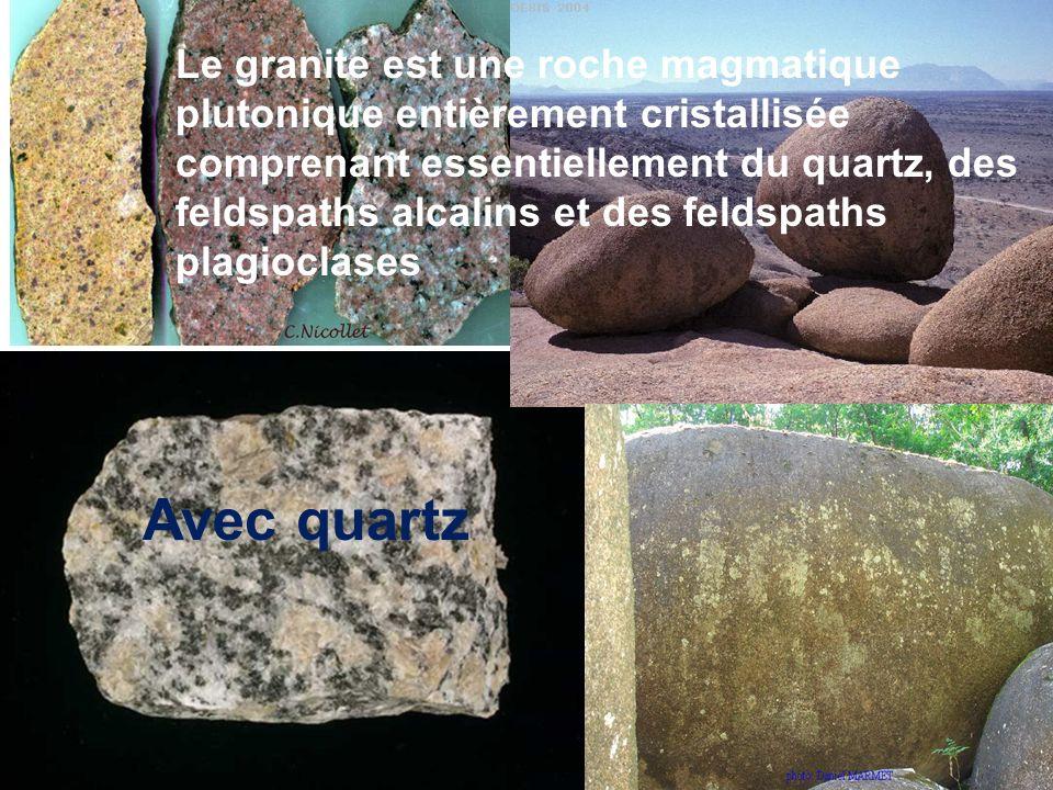 Le granite est une roche magmatique plutonique entièrement cristallisée comprenant essentiellement du quartz, des feldspaths alcalins et des feldspaths plagioclases Avec quartz