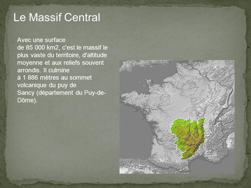 Le Massif Central Avec une surface de 85 000 km2, c est le massif le plus vaste du territoire, d altitude moyenne et aux reliefs souvent arrondis.