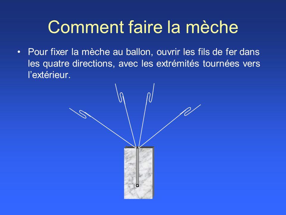 Comment faire la mèche Pour fixer la mèche au ballon, ouvrir les fils de fer dans les quatre directions, avec les extrémités tournées vers l'extérieur.