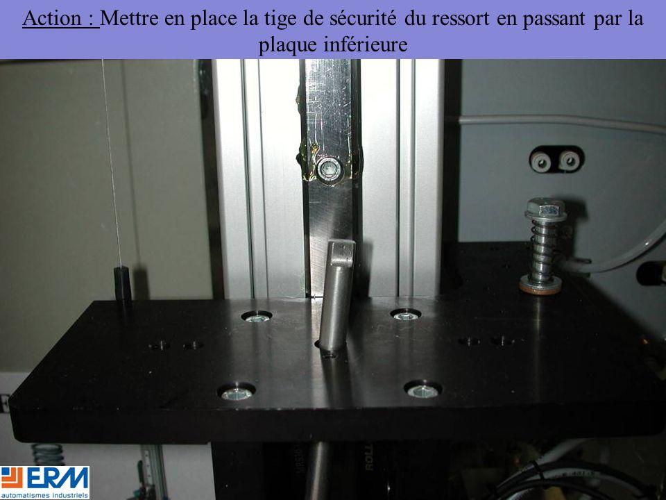 Action : Mettre en place la tige de sécurité du ressort en passant par la plaque inférieure