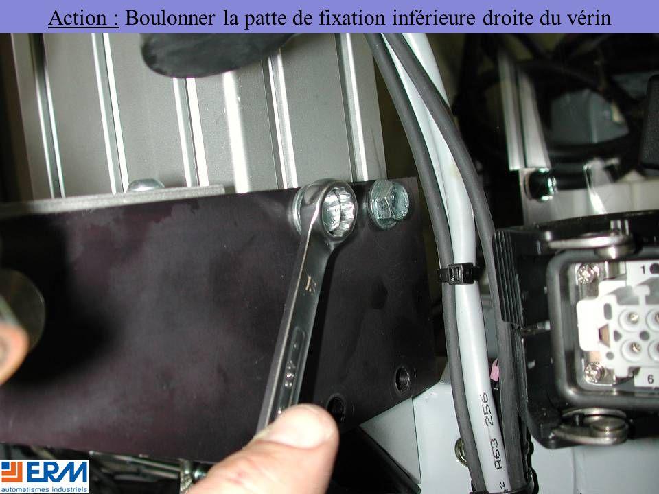 Action : Boulonner la patte de fixation inférieure droite du vérin