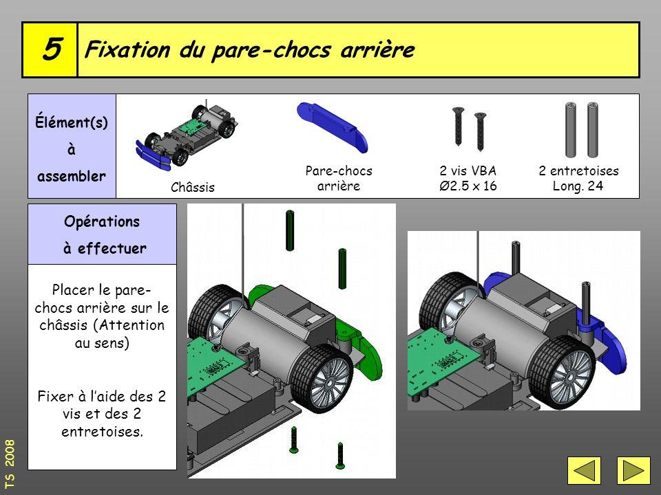 Opérations à effectuer Placer le pare- chocs arrière sur le châssis (Attention au sens) Fixer à l'aide des 2 vis et des 2 entretoises.