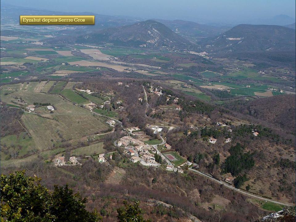 Du trou du furet le village d'Eyzahut ( secteur Pont de Barret )