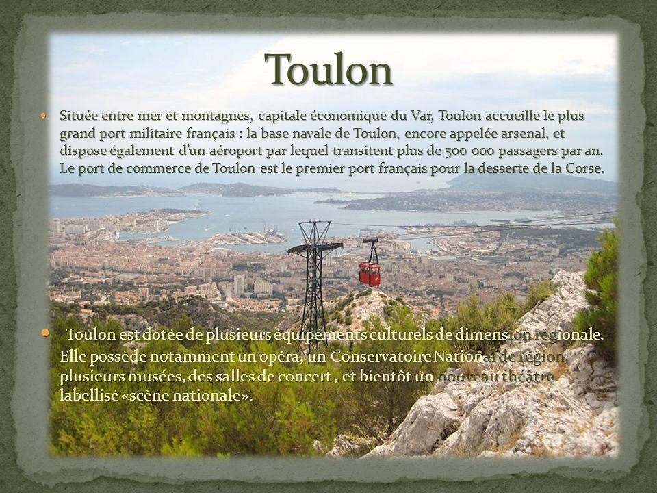 Située entre mer et montagnes, capitale économique du Var, Toulon accueille le plus grand port militaire français : la base navale de Toulon, encore appelée arsenal, et dispose également d'un aéroport par lequel transitent plus de 500 000 passagers par an.