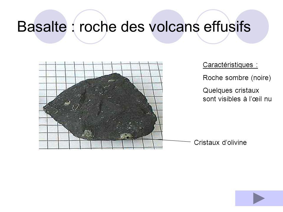 De curieuses roches volcaniques La pierre ponce : Une roche pleine de trous .