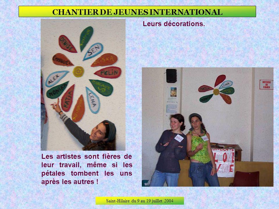 Saint-Hilaire du 9 au 19 juillet 2004 CHANTIER DE JEUNES INTERNATIONAL Leur dortoir, à larrivée… … et peu de temps après !