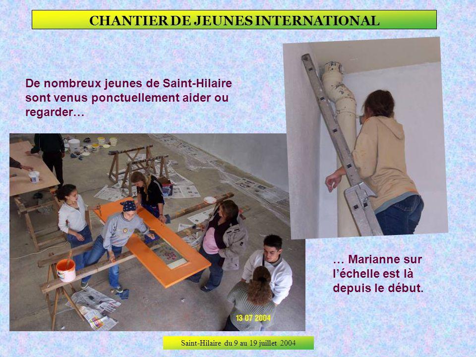 Saint-Hilaire du 9 au 19 juillet 2004 CHANTIER DE JEUNES INTERNATIONAL Dans la maternelle on saffaire.