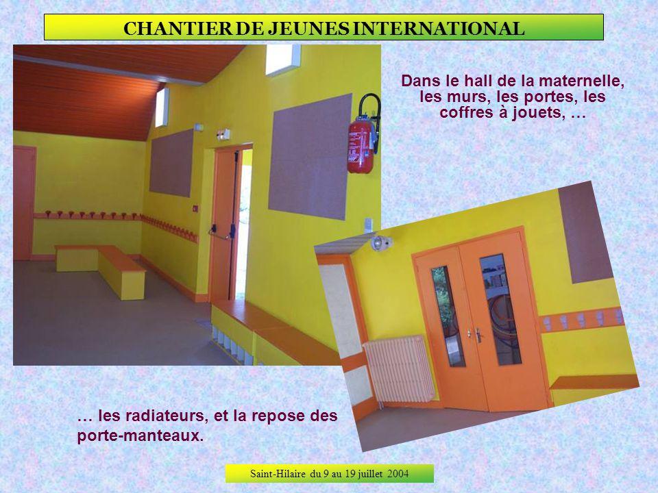 Saint-Hilaire du 9 au 19 juillet 2004 CHANTIER DE JEUNES INTERNATIONAL Sous le préau, les murs, … … les portes, les rampes, …… les panneaux daffichage