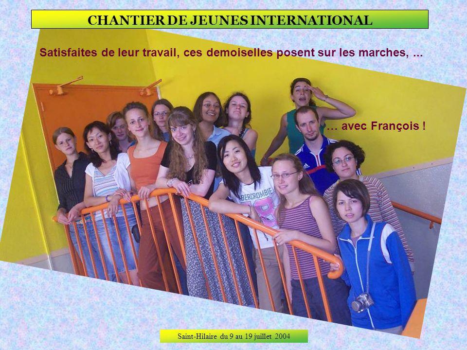 Saint-Hilaire du 9 au 19 juillet 2004 CHANTIER DE JEUNES INTERNATIONAL Dans le hall de la maternelle, les murs, les portes, les coffres à jouets, … …