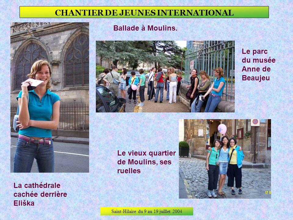 Saint-Hilaire du 9 au 19 juillet 2004 CHANTIER DE JEUNES INTERNATIONAL Les russes, Katja et Lena ont testé la balançoire, elles ont aussi beaucoup jou
