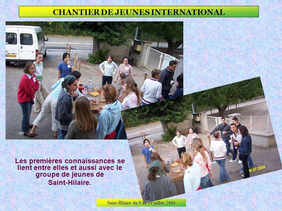 Saint-Hilaire du 9 au 19 juillet 2004 CHANTIER DE JEUNES INTERNATIONAL Toutes les filles du chantier.