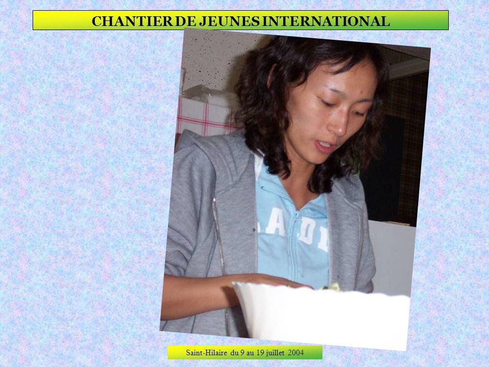 Saint-Hilaire du 9 au 19 juillet 2004 CHANTIER DE JEUNES INTERNATIONAL Elle fait déjà des photos dans son pays, mais cest parce quelle le vaut bien !