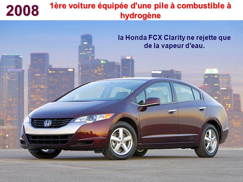 2008 1ère voiture équipée d'une pile à combustible à hydrogène la Honda FCX Clarity ne rejette que de la vapeur d'eau.
