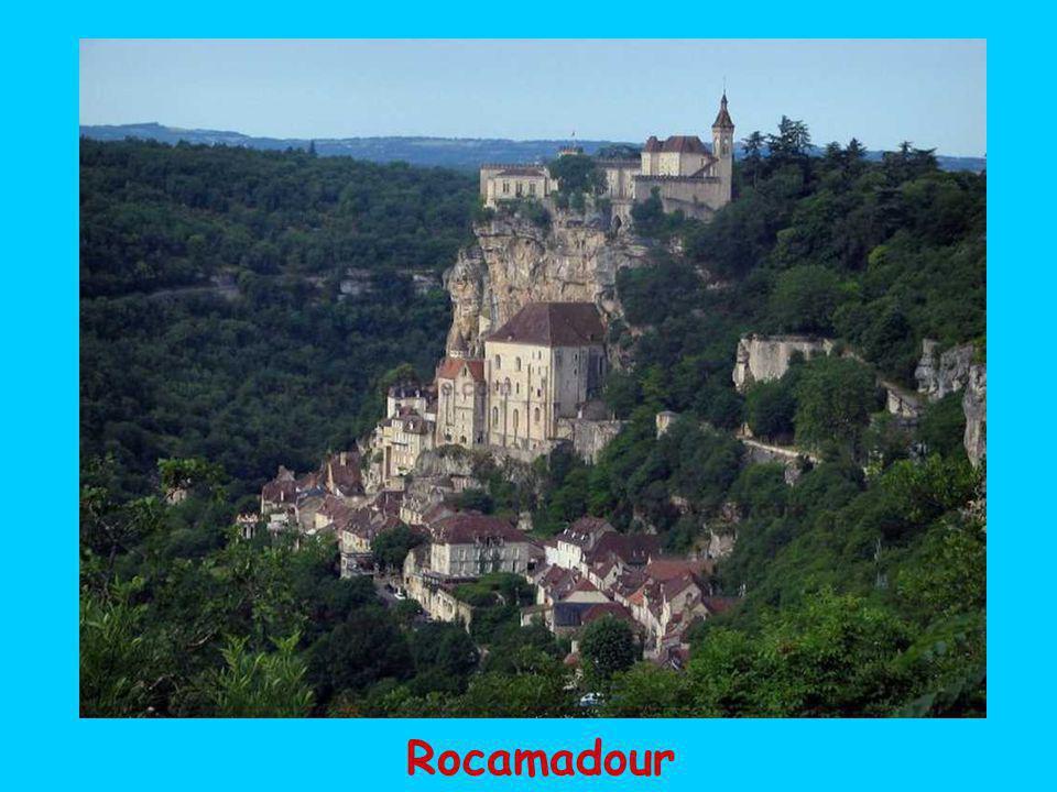 Des châteaux élégants comme celui de Montal