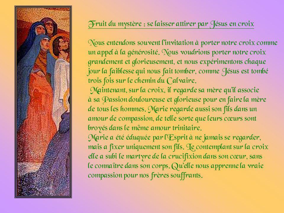 Après le terrible chemin de croix, Jésus arrive enfin au Golgotha. épuisé. Des soldats le dépouillent de ses vêtements, collés aux plaies de la flagel