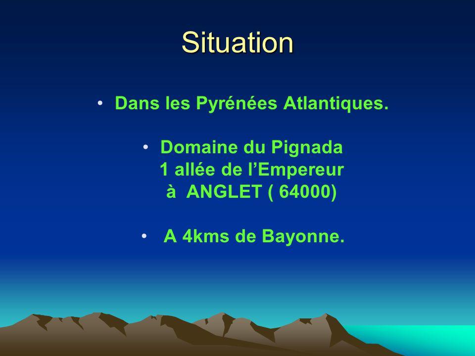 Situation Dans les Pyrénées Atlantiques. Domaine du Pignada 1 allée de lEmpereur à ANGLET ( 64000) A 4kms de Bayonne.
