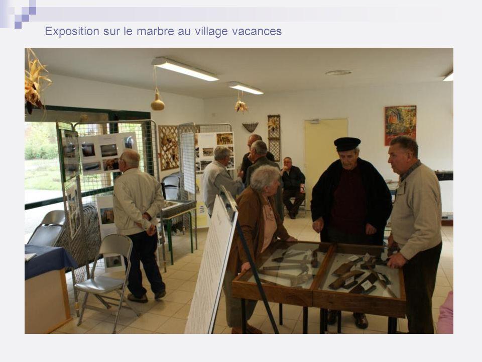 Exposition sur le marbre au village vacances