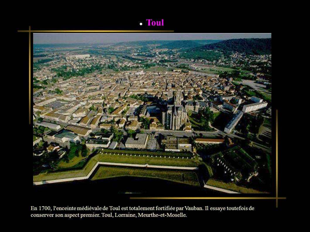 Toul En 1700, l enceinte médiévale de Toul est totalement fortifiée par Vauban.