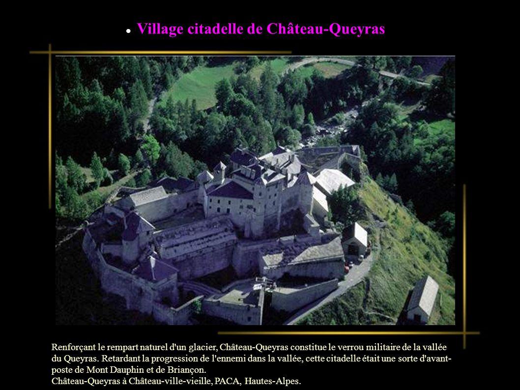 Village citadelle de Château-Queyras Renforçant le rempart naturel d un glacier, Château-Queyras constitue le verrou militaire de la vallée du Queyras.
