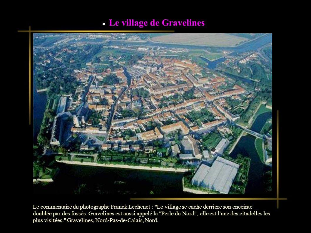 Le village de Gravelines Le commentaire du photographe Franck Lechenet : Le village se cache derrière son enceinte doublée par des fossés.