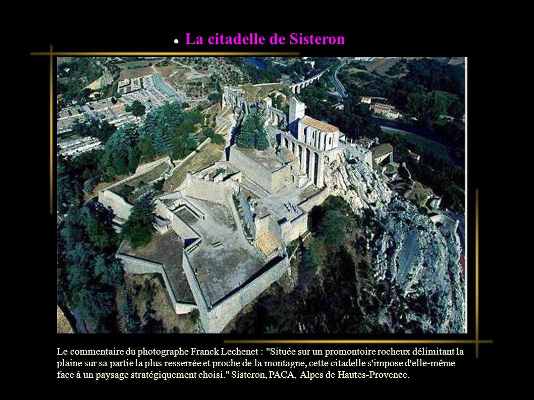 La citadelle de Sisteron Le commentaire du photographe Franck Lechenet : Située sur un promontoire rocheux délimitant la plaine sur sa partie la plus resserrée et proche de la montagne, cette citadelle s impose d elle-même face à un paysage stratégiquement choisi. Sisteron, PACA, Alpes de Hautes-Provence.