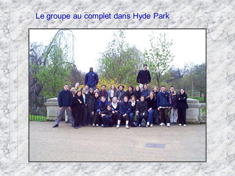 Le groupe au complet dans Hyde Park