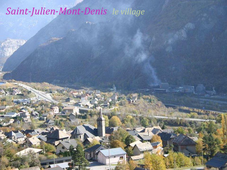 Saint-Jean-de-Maurienne vallée de lArvan,. au fond, le mont Charvin 2204 mètres