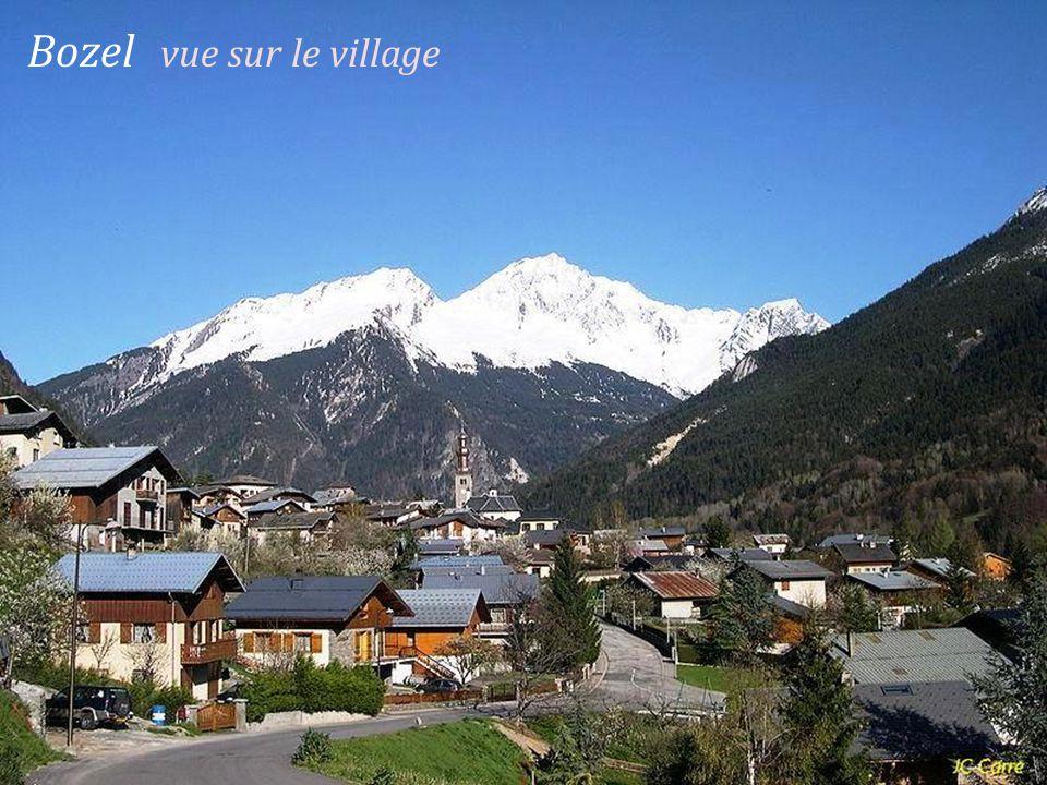 Moûtiers le village En hiver En été