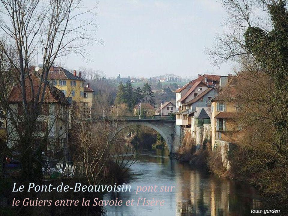 Le Pont-de-Beauvoisin pont sur le Guiers entre la Savoie et lIsère