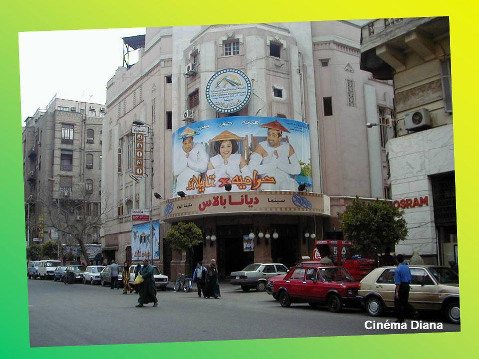 Vous qui avez passe les jeunes années de votre existence en Egypte, vous souvenez sans doute de ces salles de cinéma que nous appelions cinémas en ple