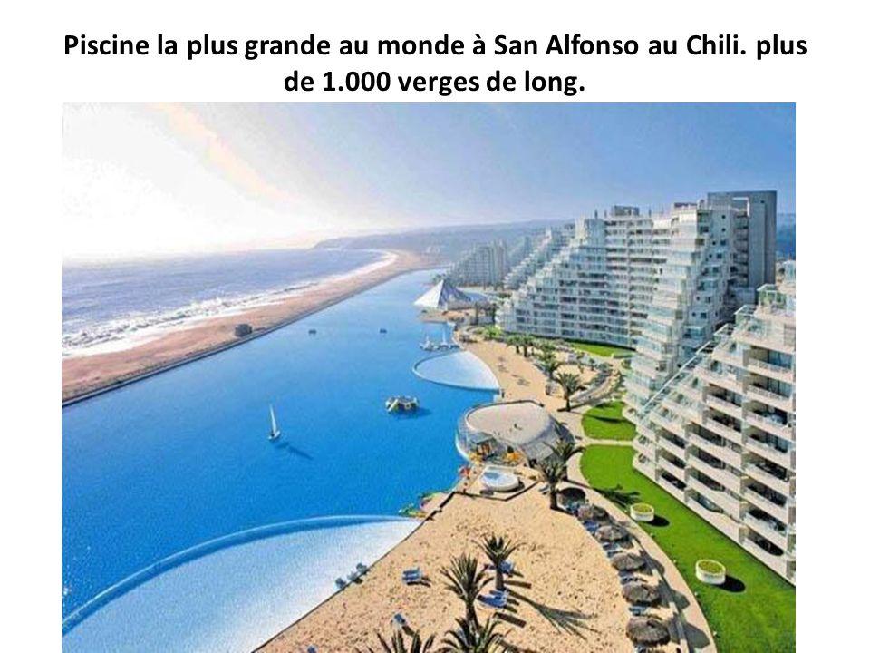 Piscine la plus grande au monde à San Alfonso au Chili. plus de 1.000 verges de long.