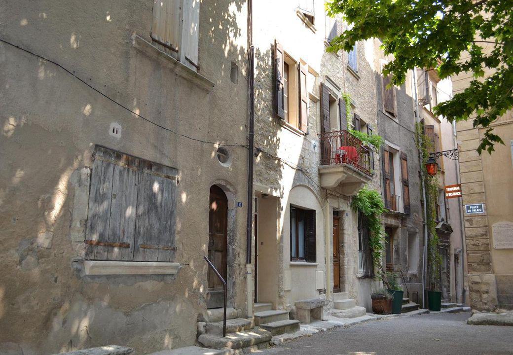 Le chemin qui monte à Notre-Dame de Provence